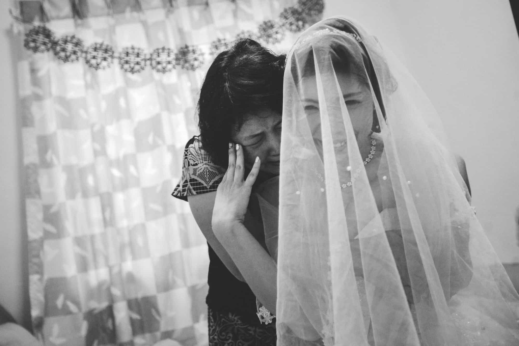 Johor malaysia wedding photograph kuala lumpur cliff choong photography gate crashing game groom groomsmen bridesmaids getting ready make up veil mother crying joy