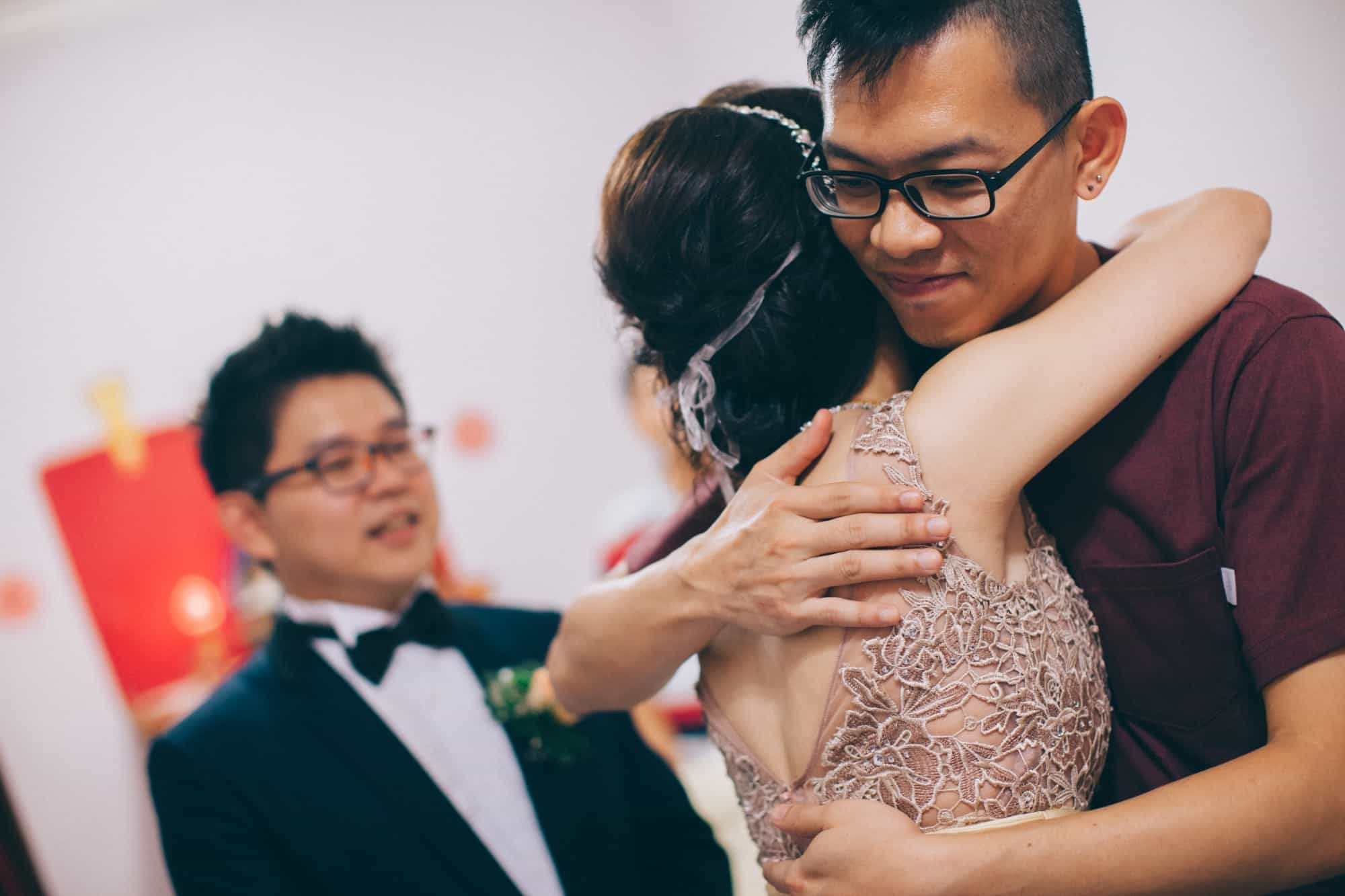 Johor malaysia wedding photograph kuala lumpur cliff choong photography gate crashing game groom brdie holding hands love kombi tea ceremony