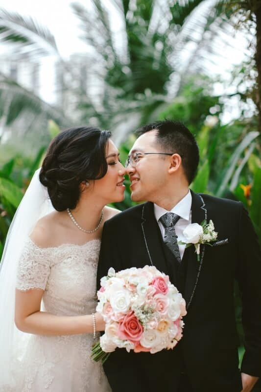 Malaysia Classic Vintage Chinese Wedding Kuala Lumpur Cliff Choong Photography Cross-culture Indonadian Malaysian Yat Ming & Mega Bridge and Groom kiss