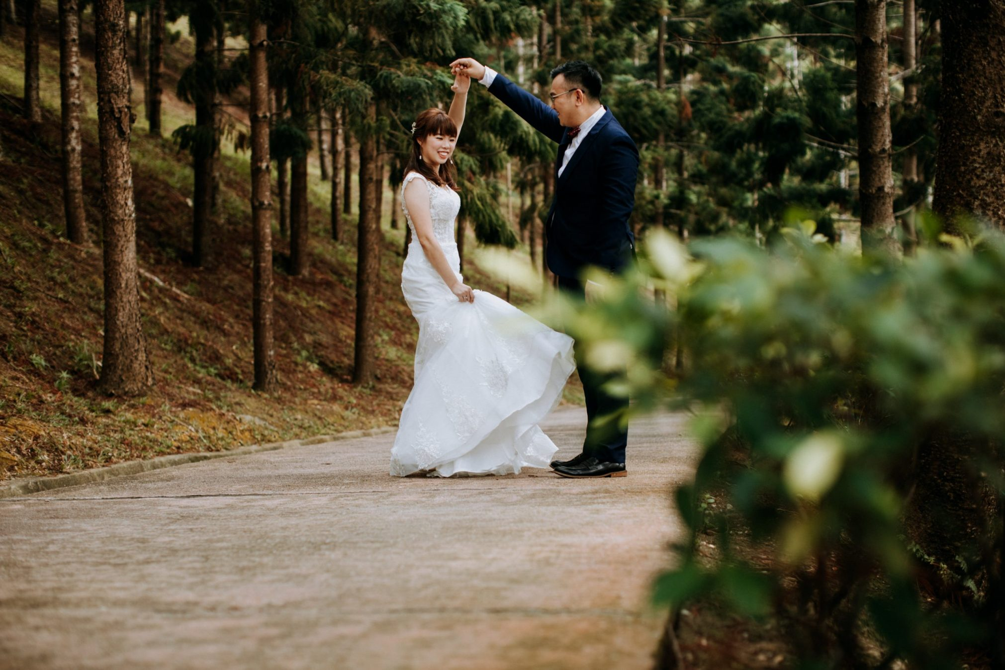 cliff choong destination portrait and wedding photographer malaysia kuala lumpur prewedding sunset golden sunrise shots bride and groom melaka desert couple kiss romantic intimate moment scene wish woods and forest