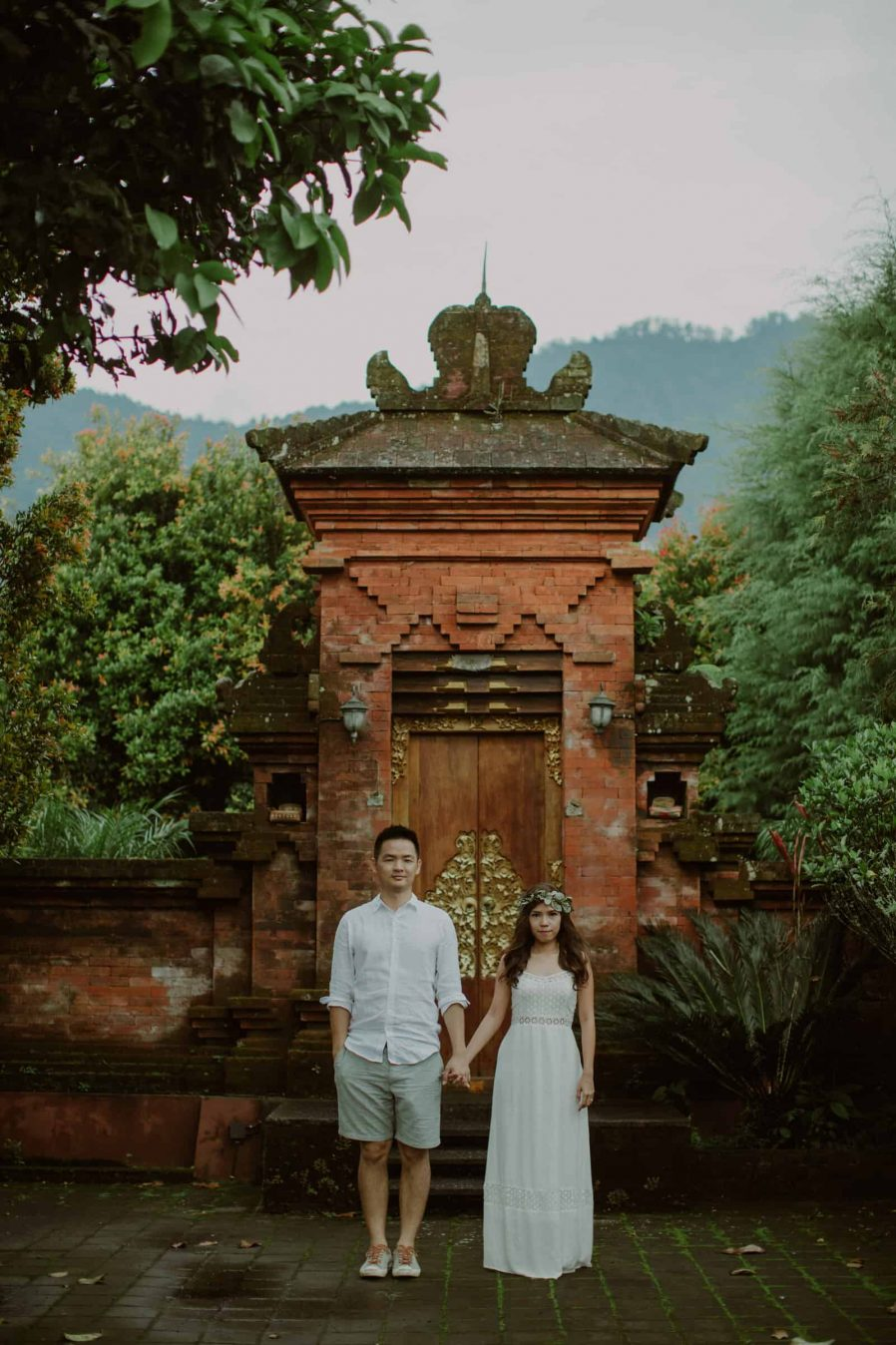 cliff choong destination portrait and wedding photographer malaysia kuala lumpur bali adventure sea waterfall prewedding shots bride and groom boat on the waterULUN DANU BERATAN TEMPLE AND LAKE BERATAN