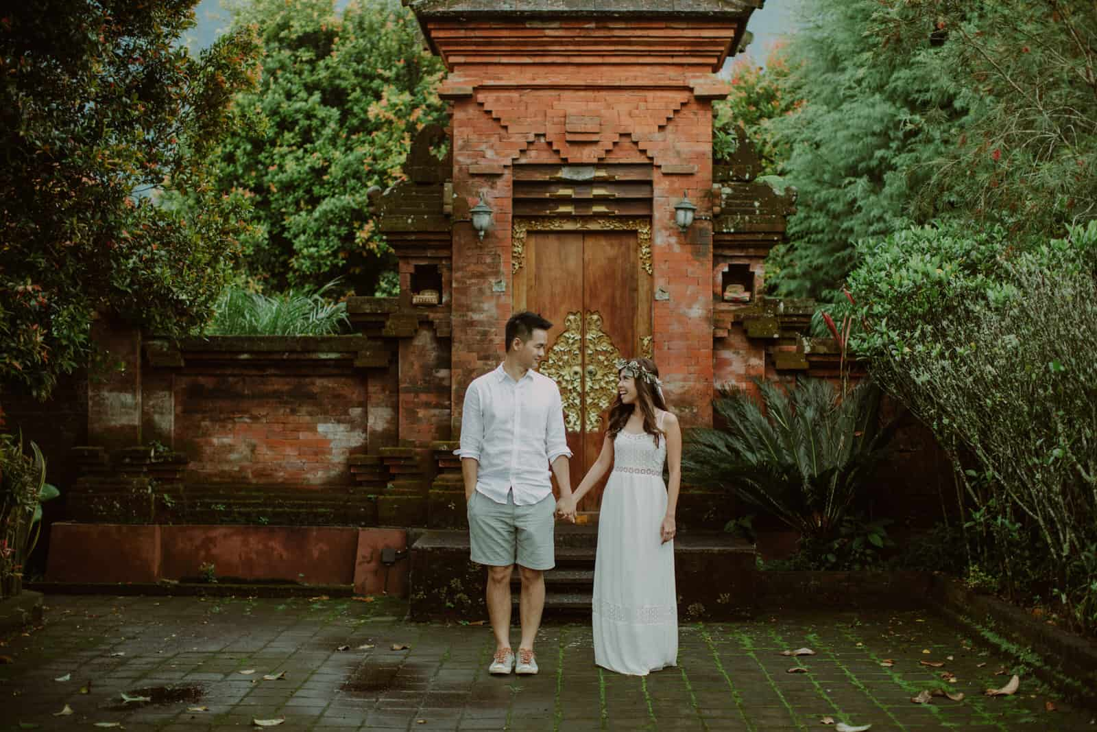 ULUN DANU BERATAN TEMPLE AND LAKE BERATAN cliff choong destination portrait and wedding photographer malaysia kuala lumpur bali adventure sea waterfall prewedding shots bride and groom boat on the water