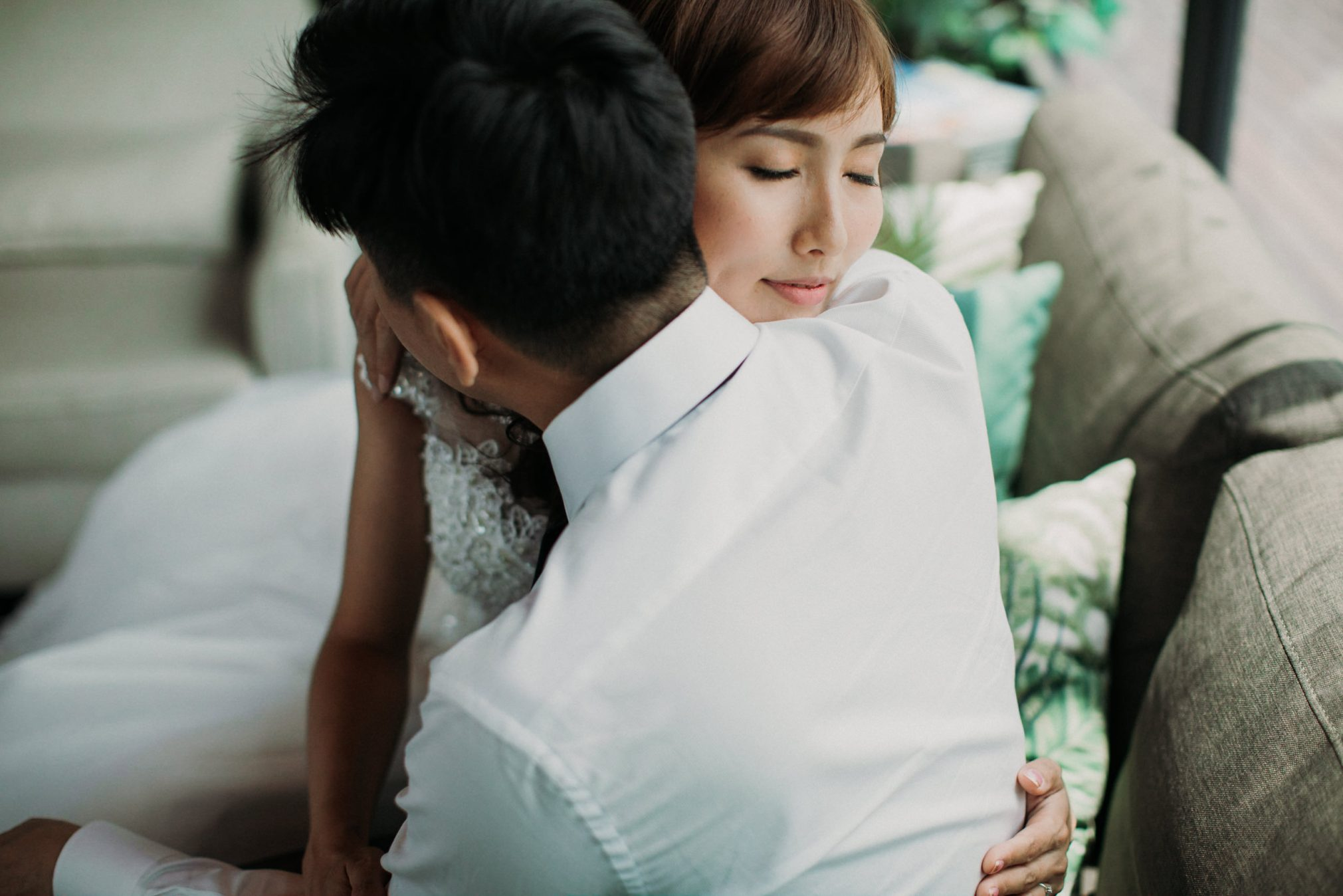 cliff choong destination portrait and wedding photographer malaysia kuala lumpur prewedding sunset golden sunrise shots bride and groom mountain in the city couple kiss romantic intimate moment scene couple woods casual couple portrait cafe indoor shots