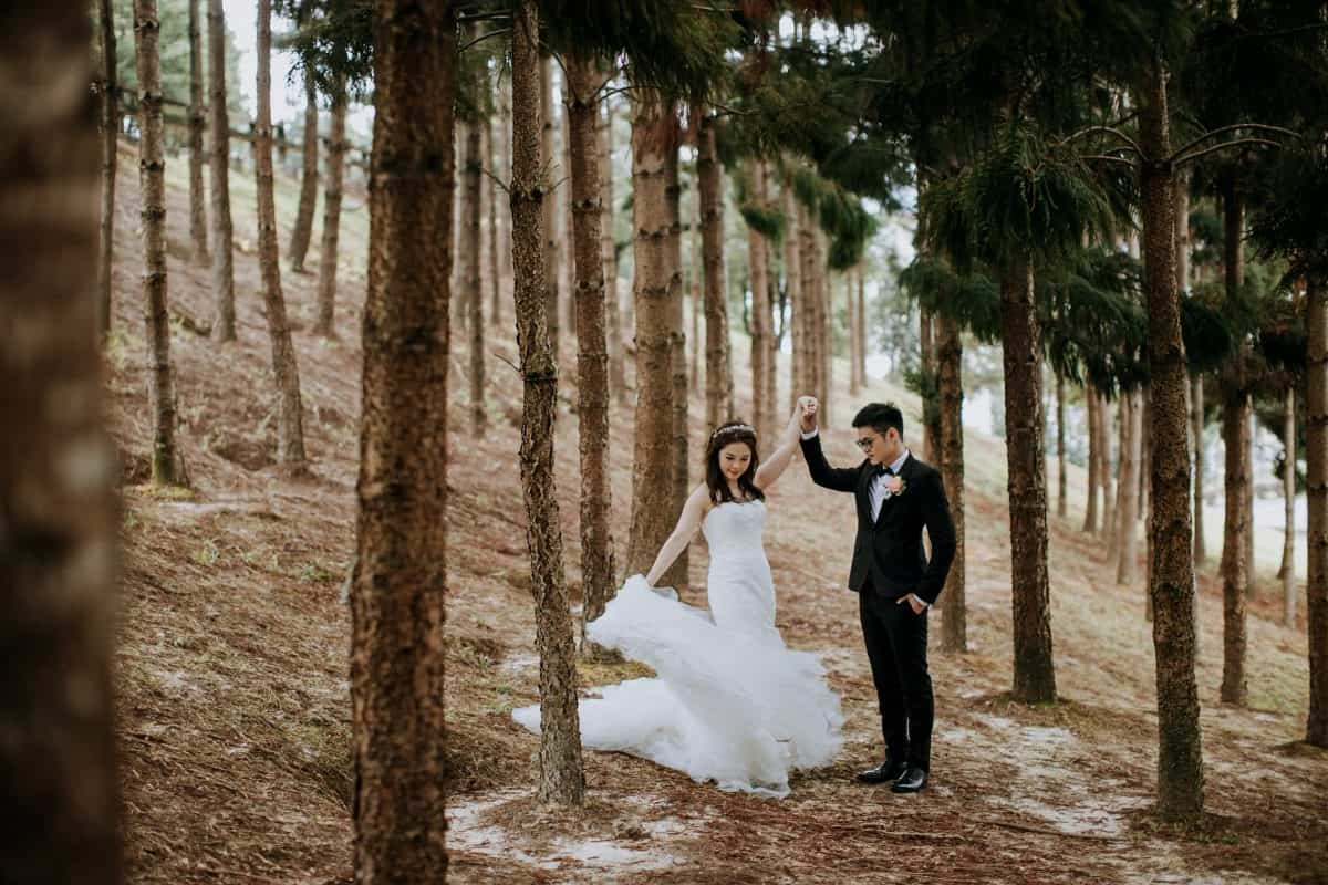 cliff choong destination portrait and wedding photographer malaysia kuala lumpur prewedding sunset golden sunrise shots bride and groom melaka desert couple kiss romantic intimate moment scene putrajaya arab couple woods casual couple portrait indoor shots