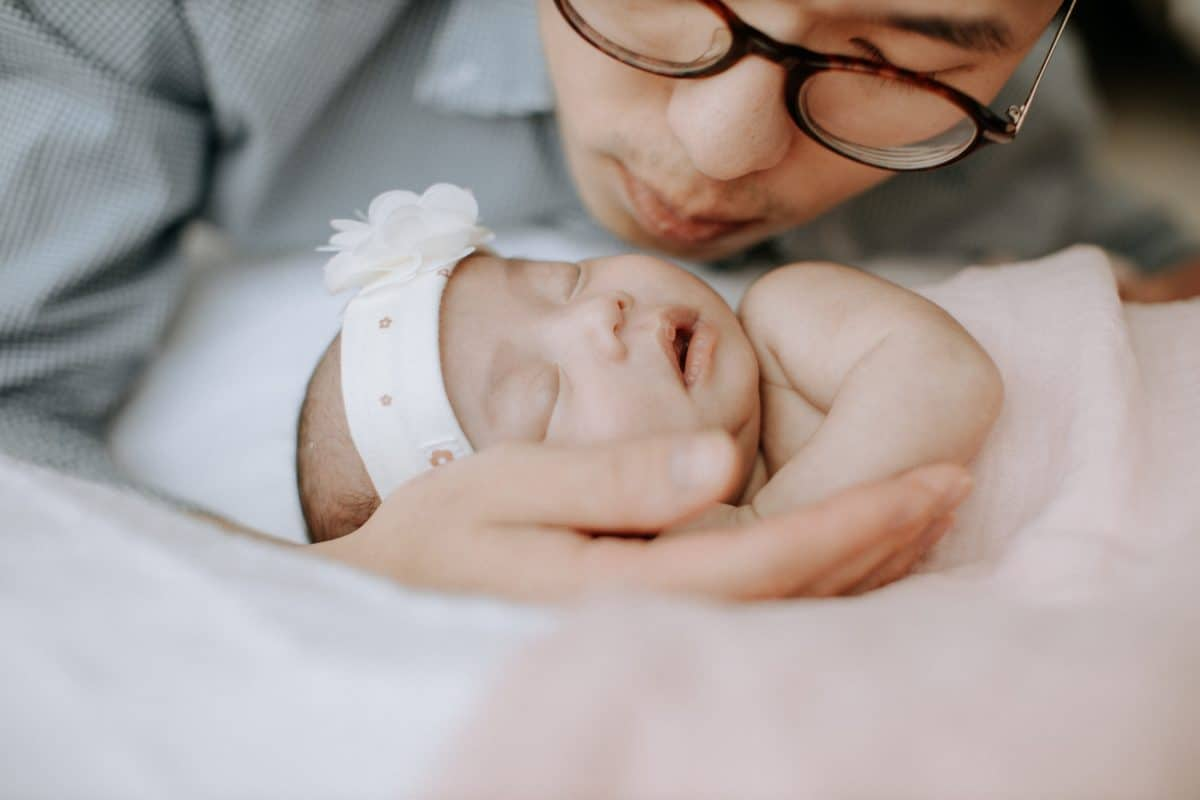 Newborn baby portrait session in Malaysia Cliff Choong Photography daddy