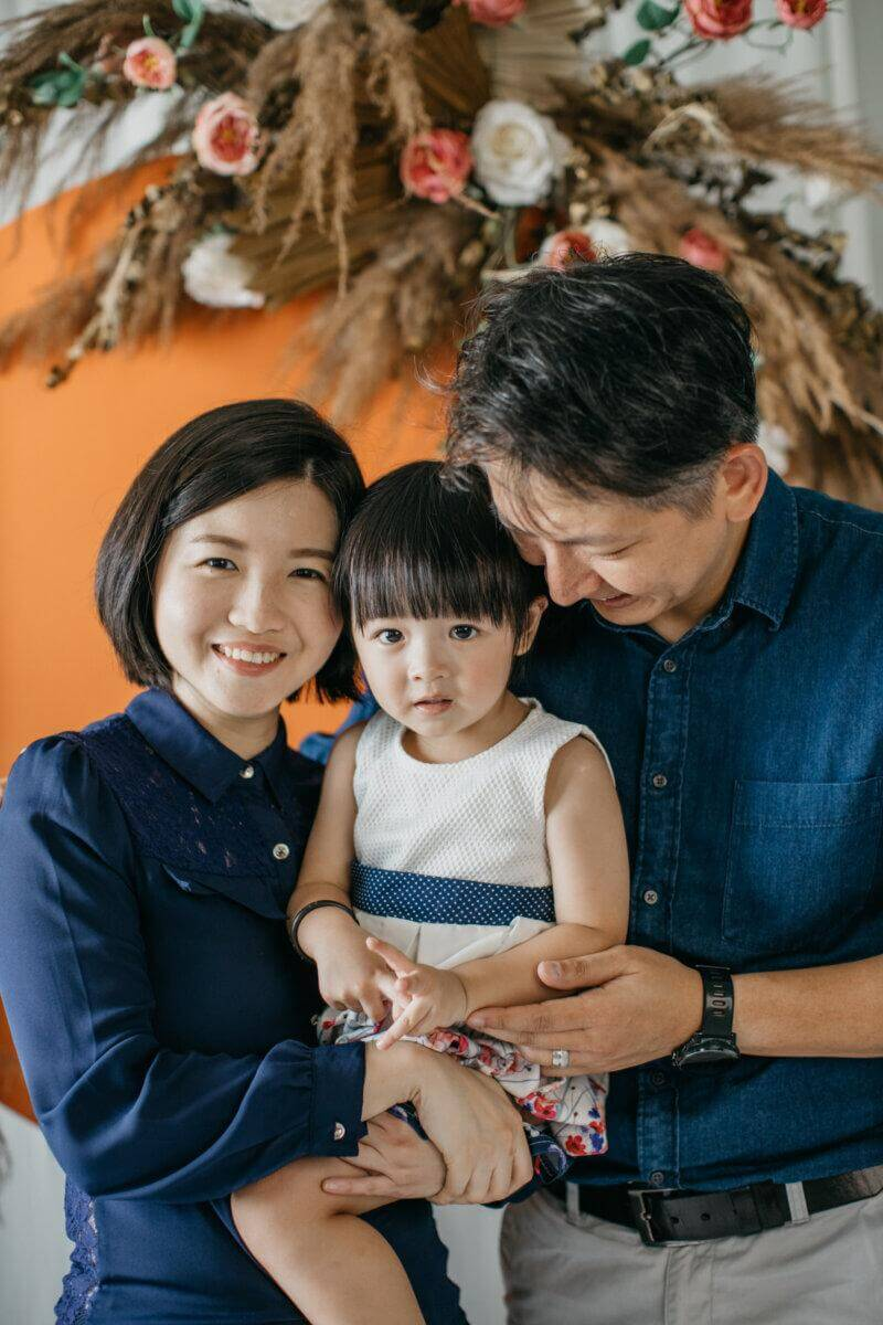 Indoor Family Portrait with Decoration for Mid-Autumn Season Cliff Choong Photography