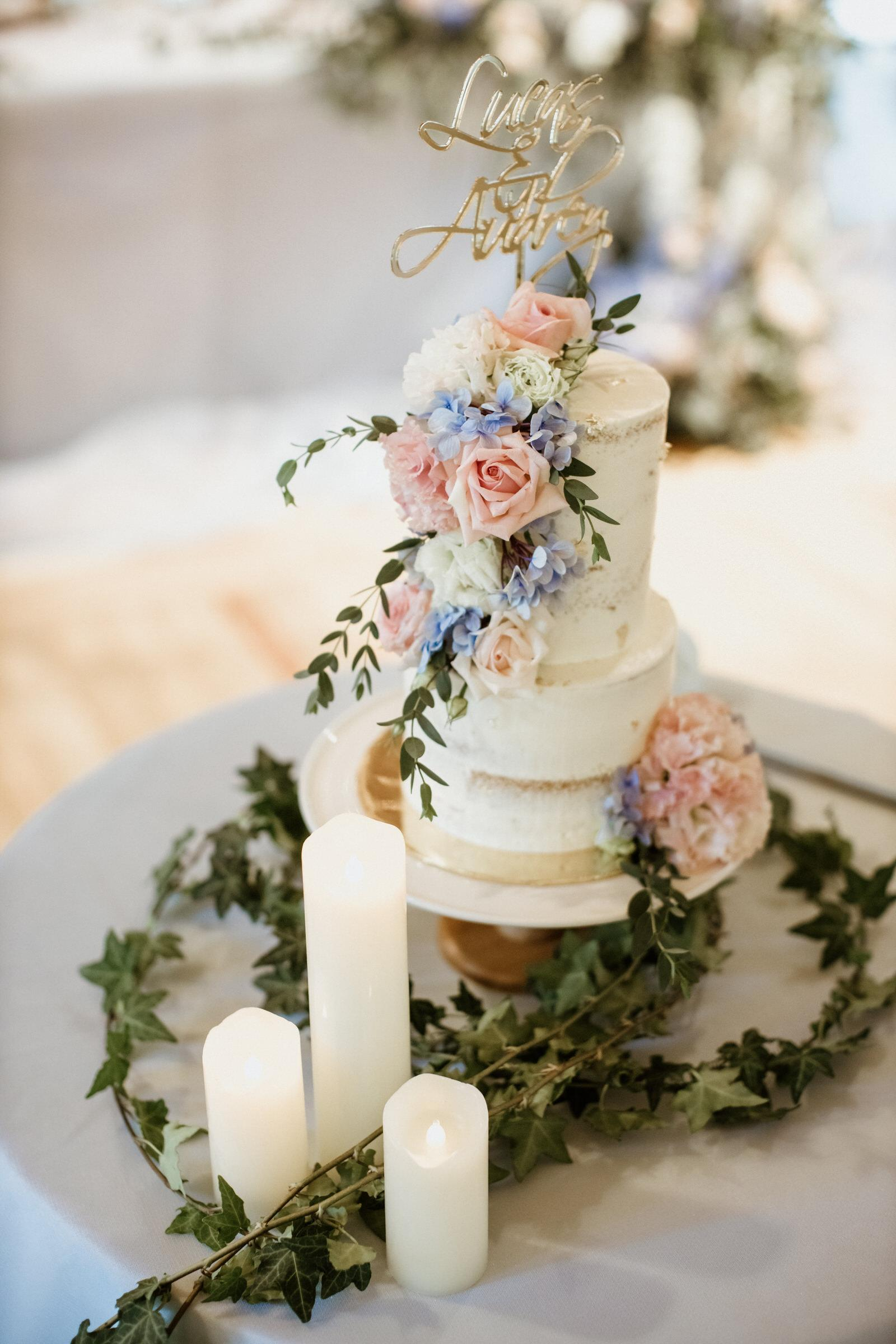 Beautiful Wedding Cake Tanarimba Gold and Rustic Garden Weding Janda baik Decoration wooden chair feather flowers Cliff Choong Photography